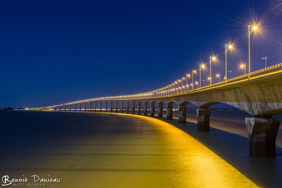 Pont de l'ile de Ré de nuit