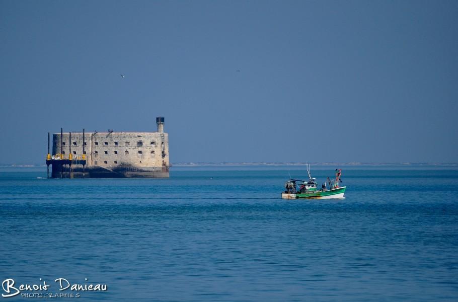 Bateau de pêche devant Fort Boyard