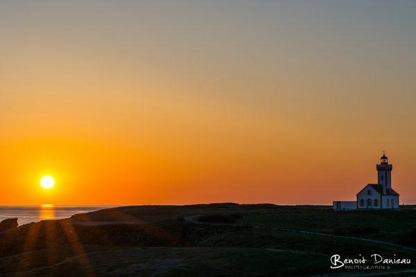 coucher de soleil phare des poulains